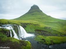 ภูเขาและน้ำตก Kirkjufell จุดที่ผ่านมาทาง West Iceland ต้องแวะที่นี่